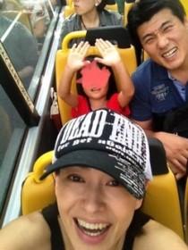 田中美奈子遊園地で家族と過ごす